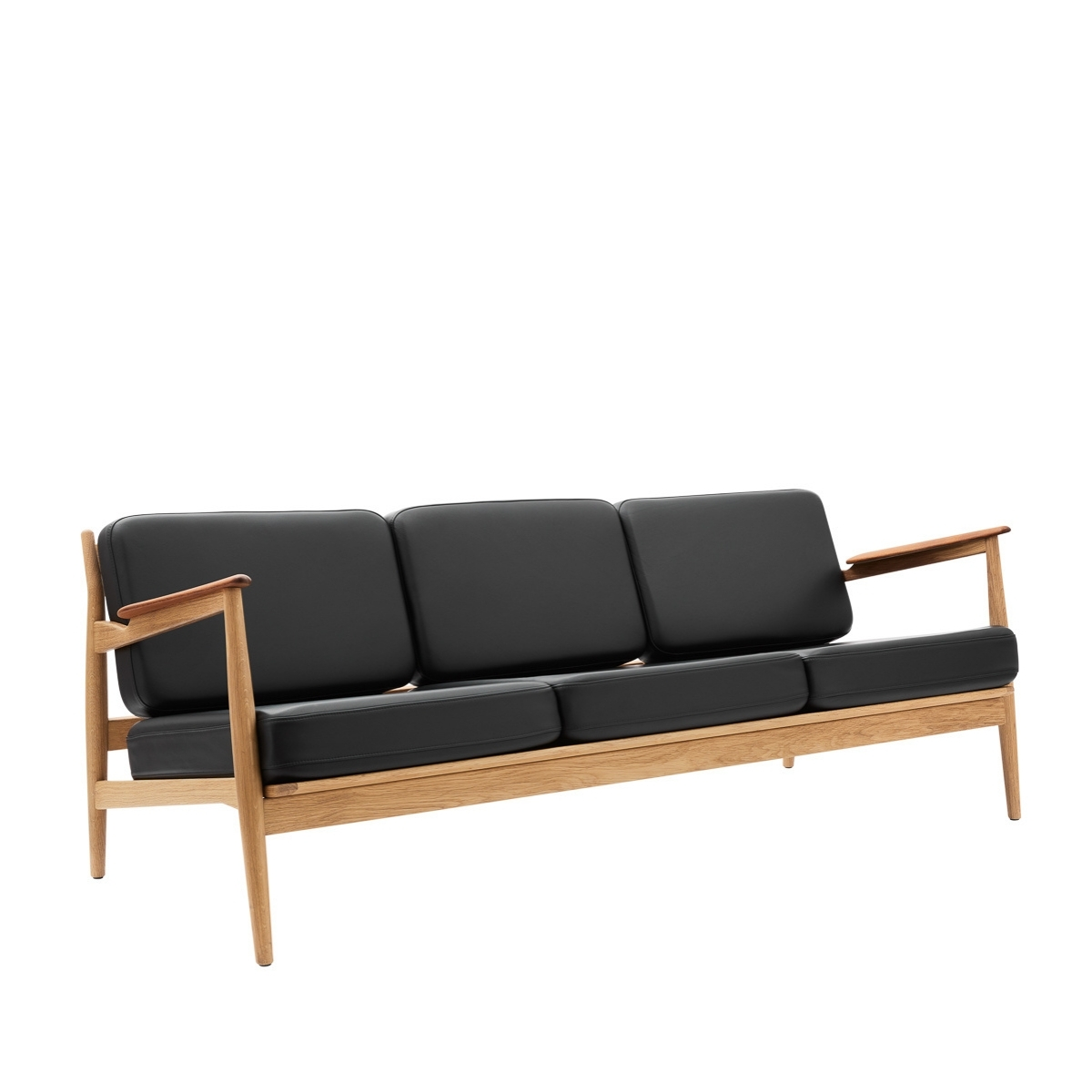 Magnus Olesen |  Model 107 - Sofa, 3-seater - Bolighuset Werenberg