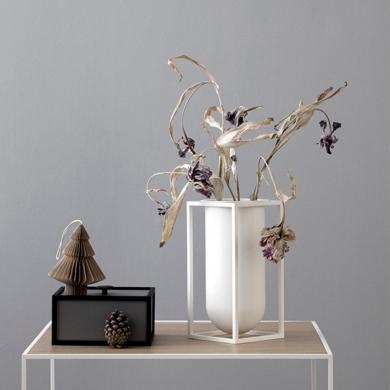 By Lassen | Kubus Vase - Lily - Bolighuset Werenberg
